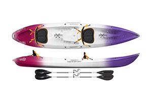 kayak para una persona de color lila, blanco y granate con una pala de color negro con una visión desde arriba y de lateral con dos remos de color negro